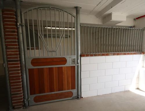 Vi har bygget stall.. og er på Facebook :)